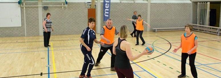 Try-out van OldStars walking handball bij Houten