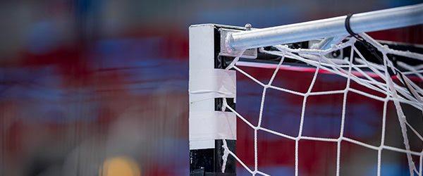 Hellas laat overwinning in slotfase glippen