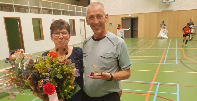 Limburgse scheidsrechter Ton Braeken ontvangt Gouden Fluit